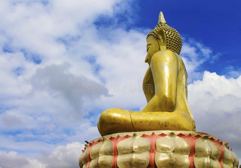 Buddha dorato all'aperto immagine stock libera da diritti