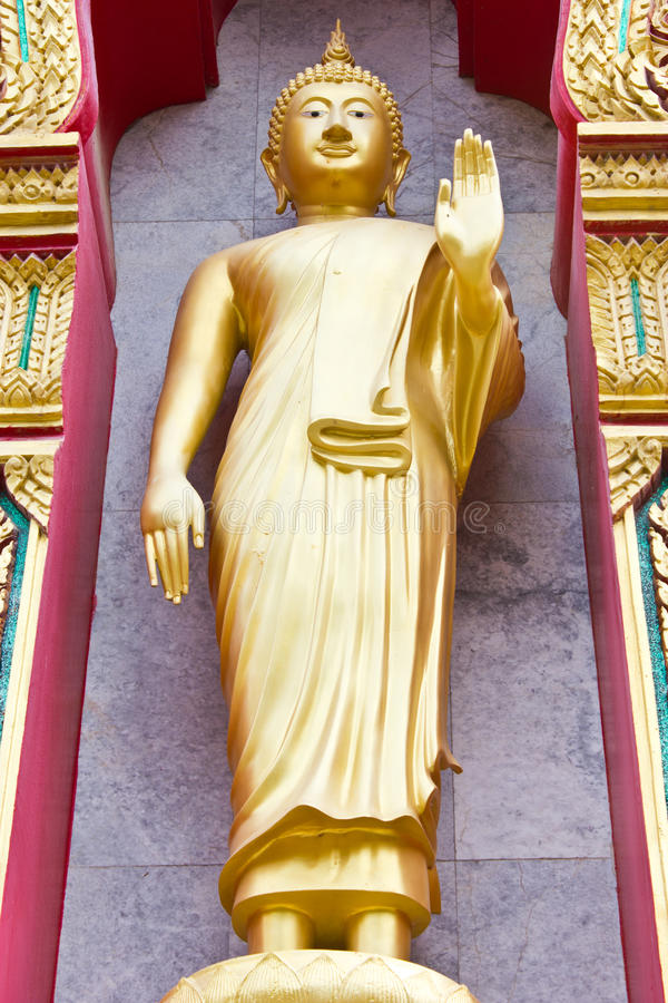 Buddha dorato in Wat Chalong fotografie stock