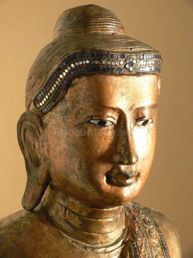 Buddha: escultura Burmese de oro fotos de archivo