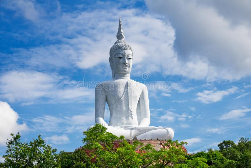 Buddha gigante in Mukdahan Tailandia fotografia stock libera da diritti
