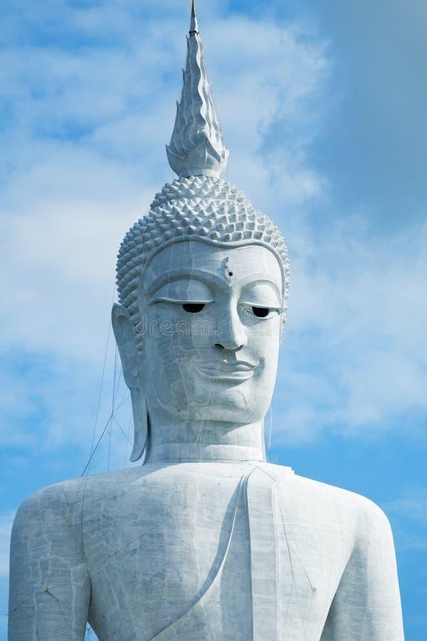 Buddha gigante in Mukdahan Tailandia fotografie stock