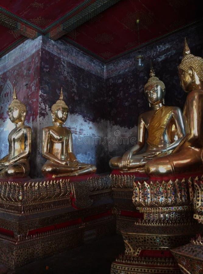 buddha guld- bild arkivbilder