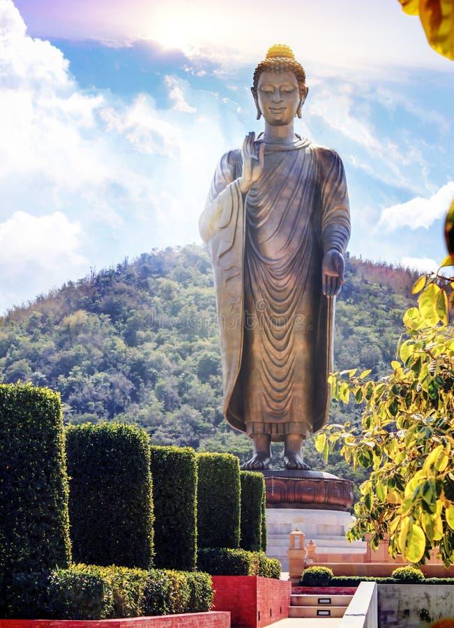 Buddha Halny tło z pięknym niebem obraz stock