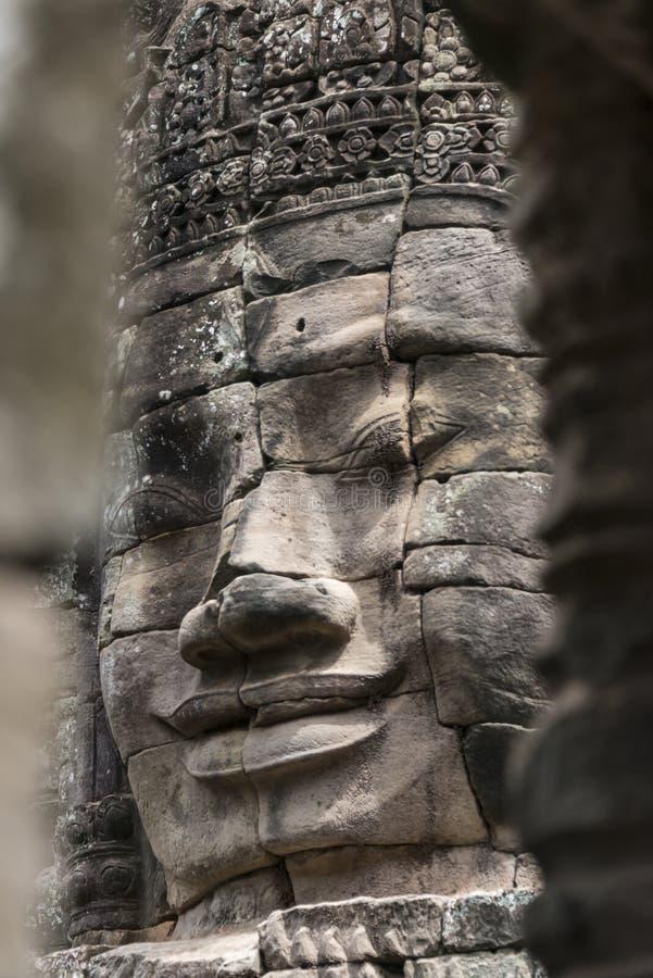 Buddha heads på den Bayon templet, Angkor Wat, Cambodja royaltyfri foto