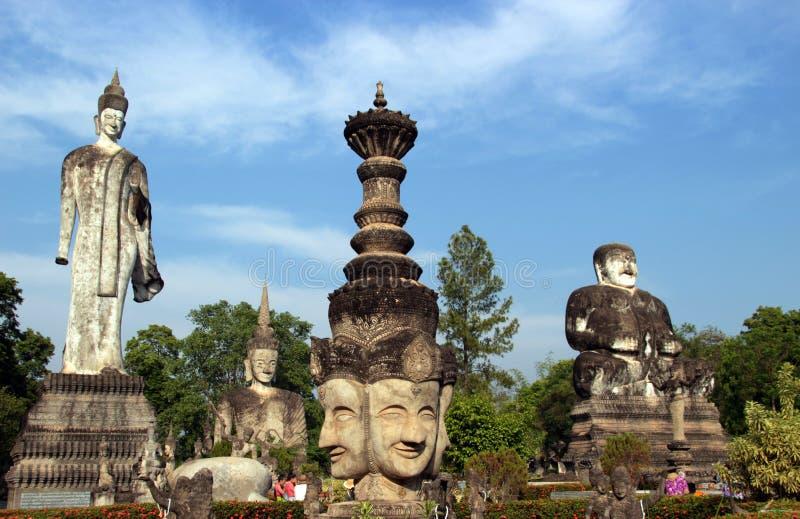 Buddha hinduska statua przy Sala Kaew Ku Nongkhai Tajlandia obrazy royalty free