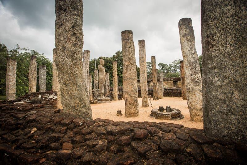 Buddha i filary w Polonnaruwa, Sri Lanka zdjęcia stock