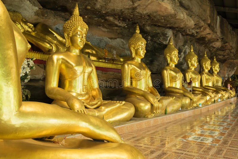 Buddha i raden Thailand royaltyfri bild