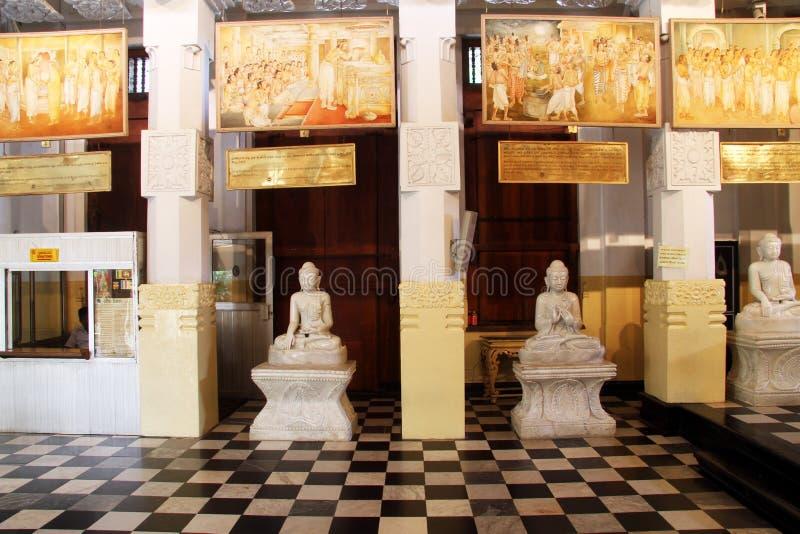 Buddha i tempel royaltyfria foton