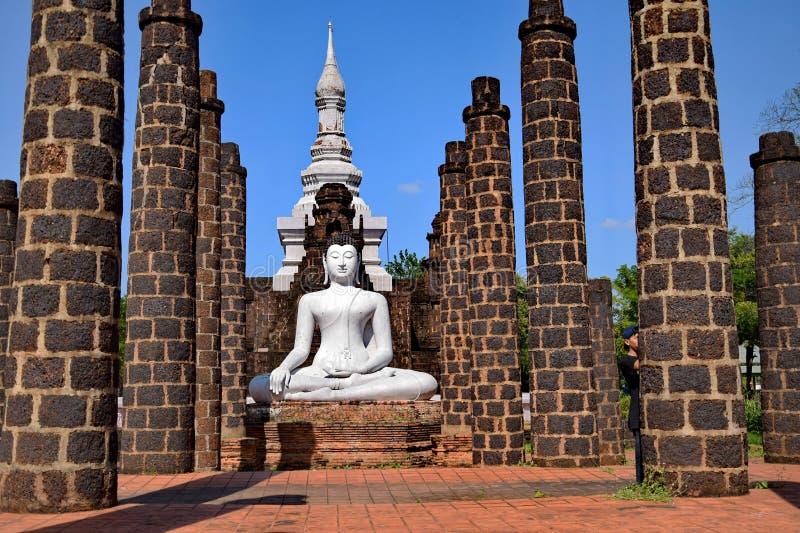 Buddha im siamesischen Tempel lizenzfreies stockfoto