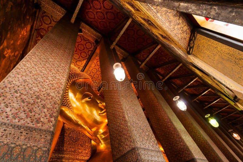 Buddha im Tempel lizenzfreie stockfotos
