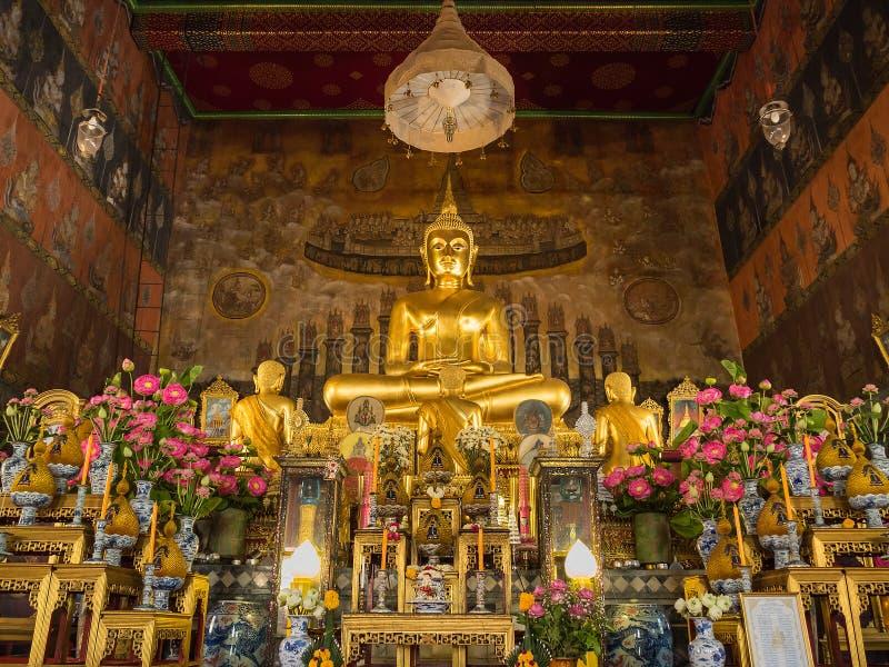 Buddha Image principal na igreja de Wat Rakhangkhositrar foto de stock