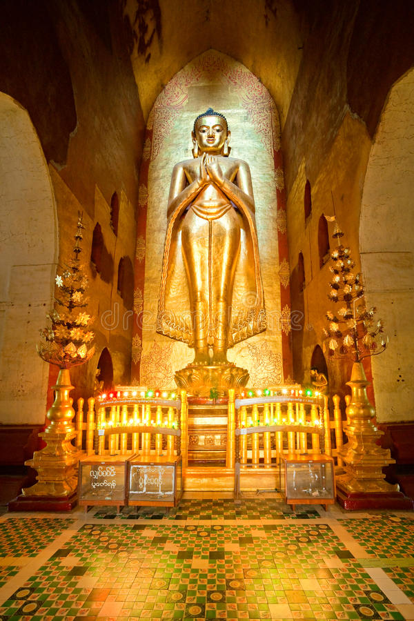 Buddha innerhalb des Ananda Tempels, Bagan, Myanmar. stockfoto
