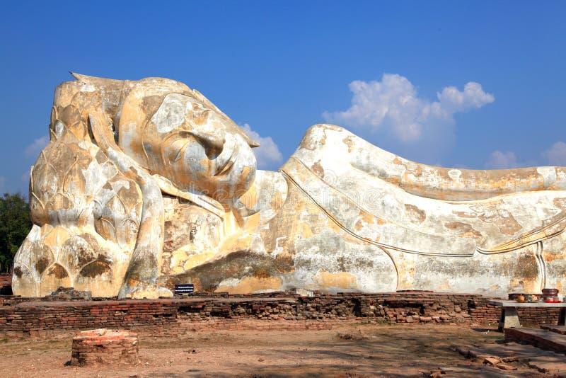 buddha jätte- reclining staty arkivfoton