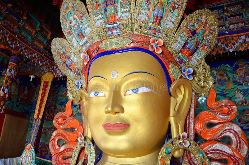 buddha maitreyastaty arkivfoton