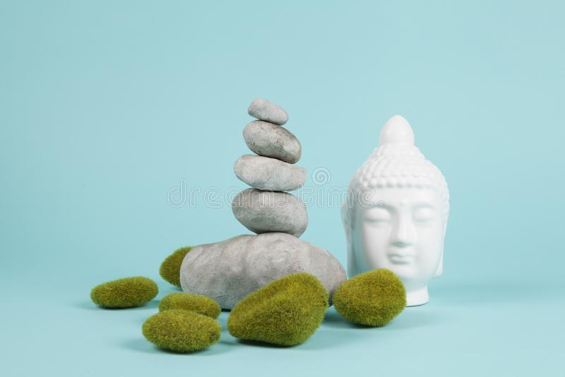 Buddha mech zen i skała zdjęcie royalty free