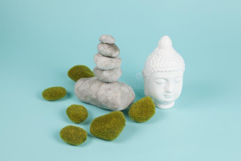 Buddha mech zen i skała zdjęcie stock