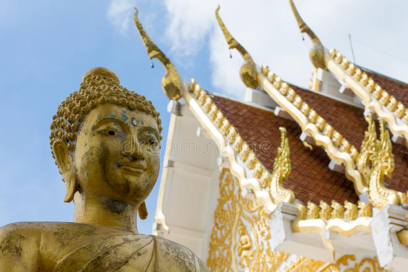 Buddha nel fron di Wat Samut su KOH Samui Tailandia immagini stock