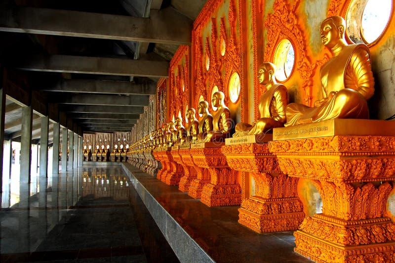 Buddha nelle tempie della Tailandia immagine stock libera da diritti