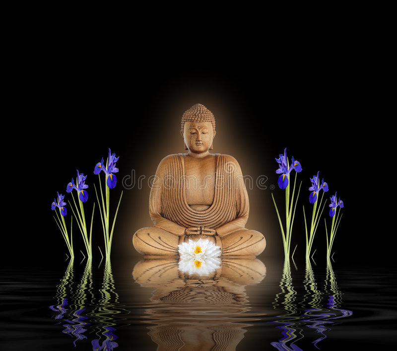 Buddha no jardim do zen fotos de stock royalty free