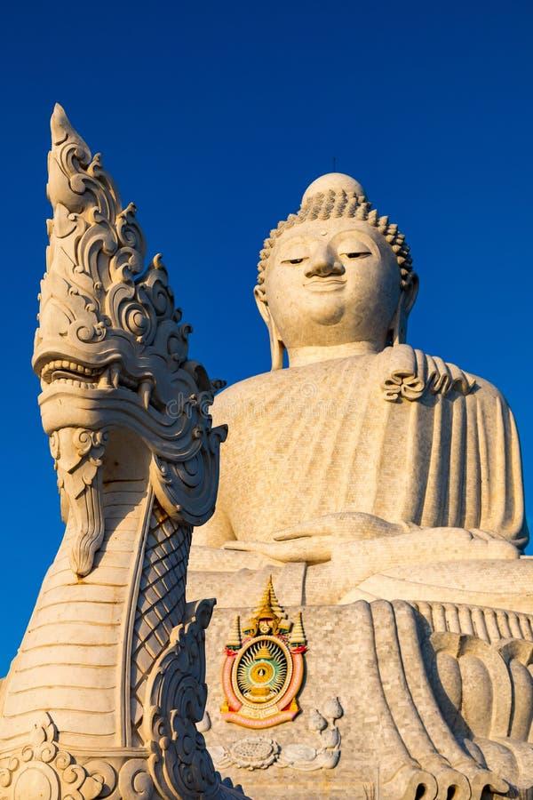 Buddha och nagaen, Phuket royaltyfri bild