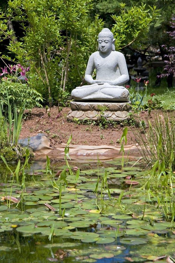 buddha ogród obrazy royalty free