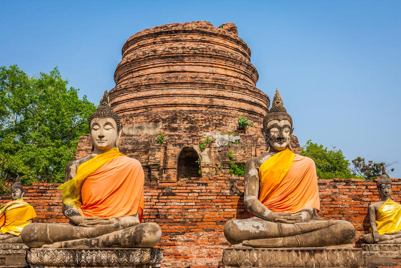 Buddha på templet av Wat Yai Chai Mongkol i Ayutthaya, Thail royaltyfri bild