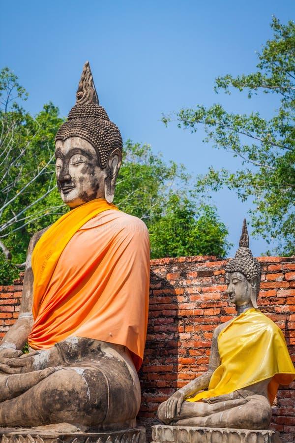 Buddha på templet av Wat Yai Chai Mongkol i Ayutthaya, Thail fotografering för bildbyråer