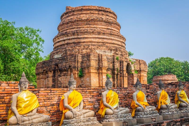 Buddha på templet av Wat Yai Chai Mongkol i Ayutthaya, Thail arkivfoto