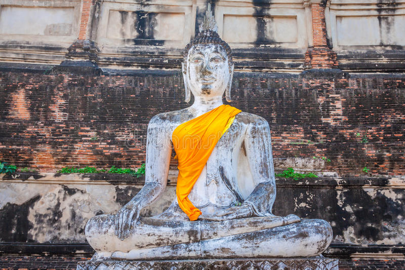 Buddha på templet av Wat Yai Chai Mongkol i Ayutthaya, Thail royaltyfri foto
