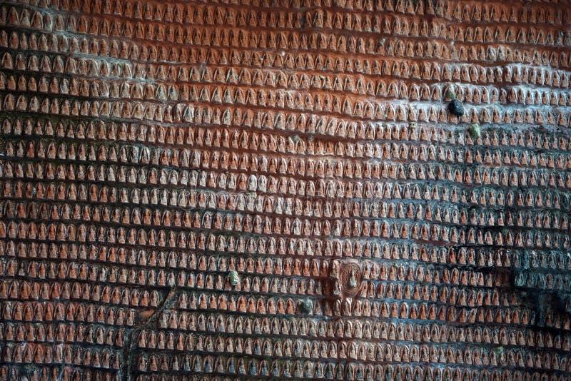 Buddha på väggen royaltyfri fotografi