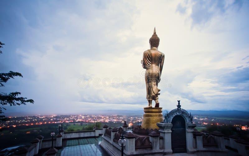 Buddha pozycja na halnym Wacie Phra Który Khao Noi, Nan zdjęcie stock