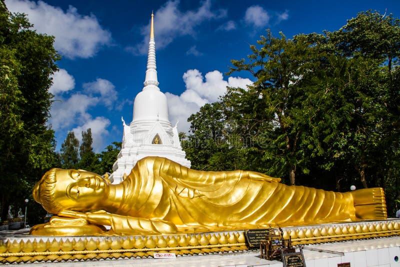 buddha reclining staty arkivfoto