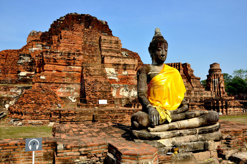 Download Buddha And Ruins In Wat Phra Mahathat Stock Photo - Image: 23575916