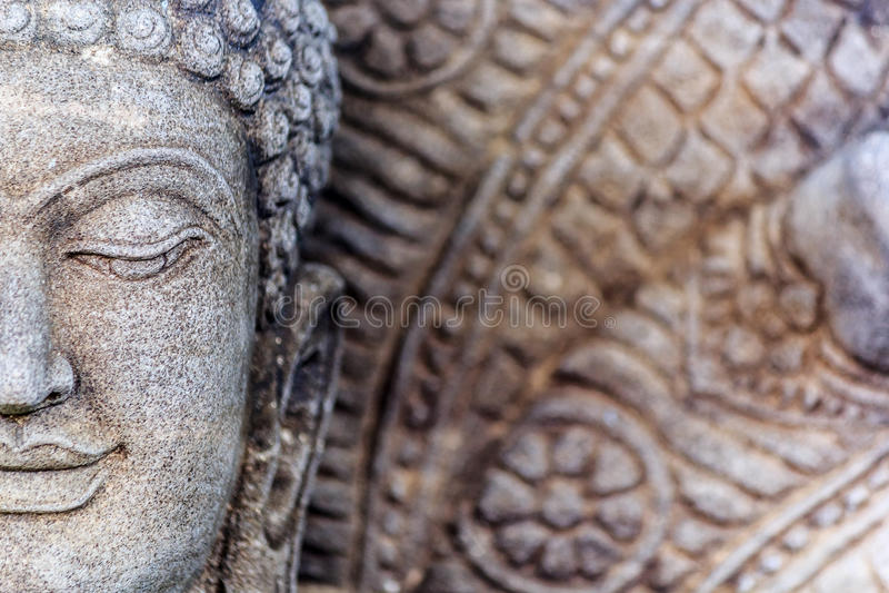 Buddha rzeźba i siedem głowiasty smok obraz stock