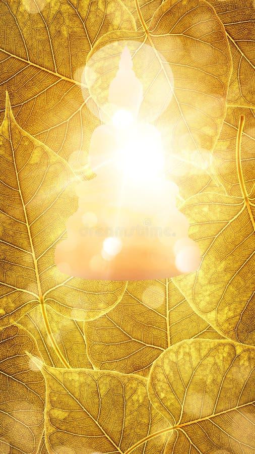 Buddha si siede esposizione o sul silhouet del fondo del boleaf dell'oro sulla doppia fotografie stock