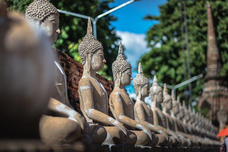Buddha siedzi rząd wpólnie obrazy stock