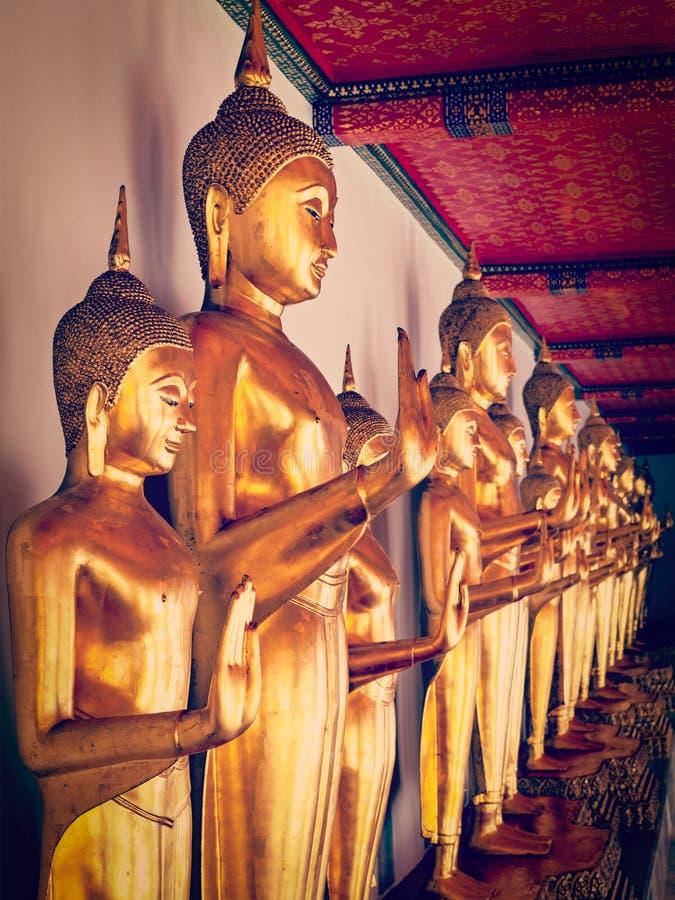 buddha sittande statyer thailand arkivfoton