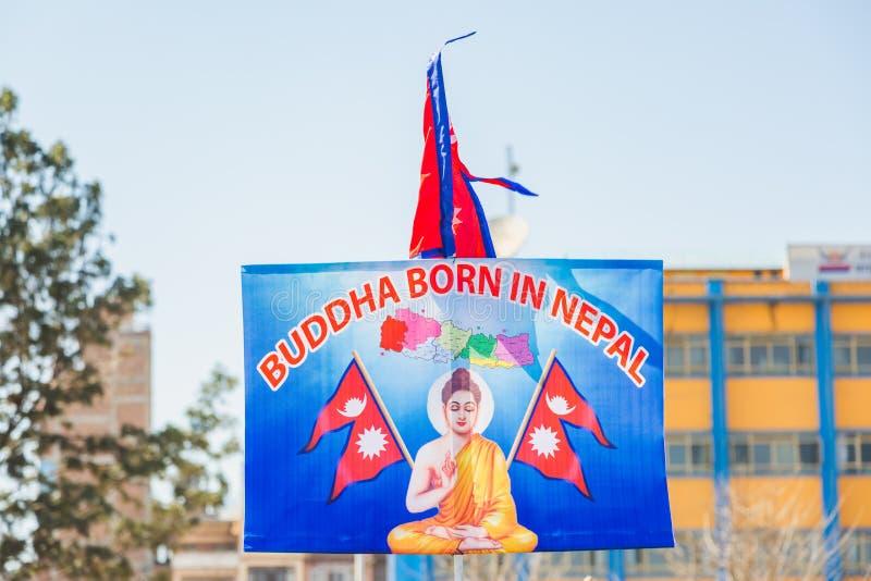 Buddha sopportato nell'insegna del Nepal con Buddha ed il Nepal e Fla nepalese fotografia stock