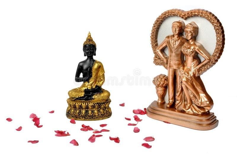 Buddha sorridente e giovani coppie fotografia stock libera da diritti
