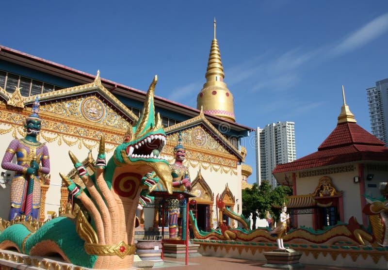 buddha sova tempel arkivbild