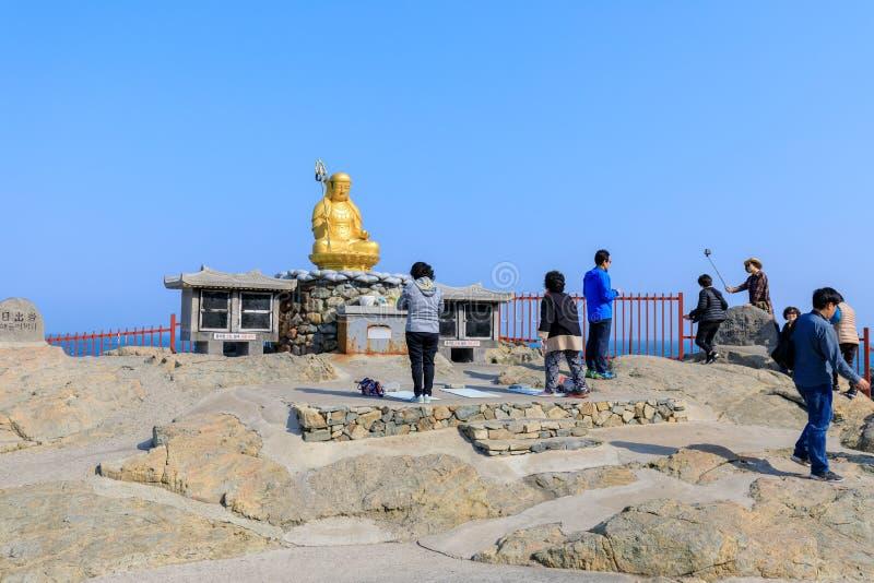 Buddha statua przy Haedong Yonggungsa świątynią w Busan zdjęcie stock