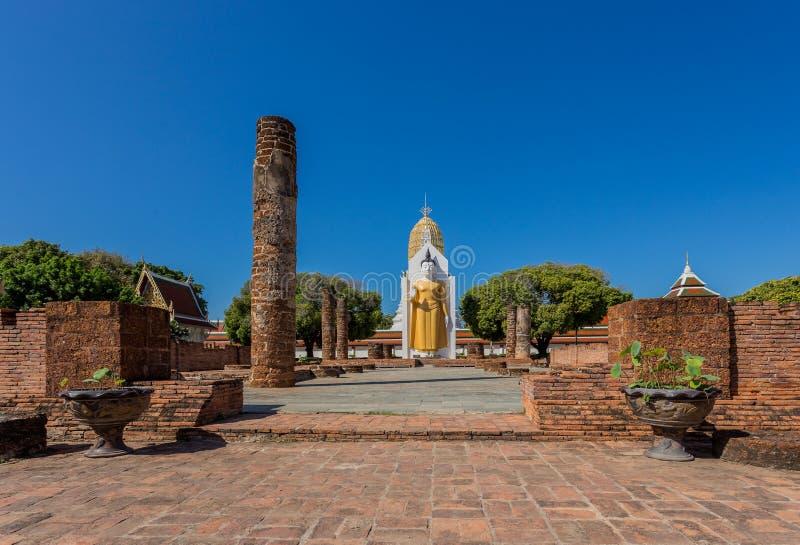 Buddha statua przy watem Phra Si Rattana Mahathat zdjęcia stock
