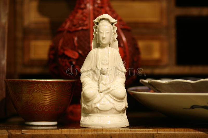 Buddha-Statue - antikes chinesisches Porzellan stillife lizenzfreies stockbild