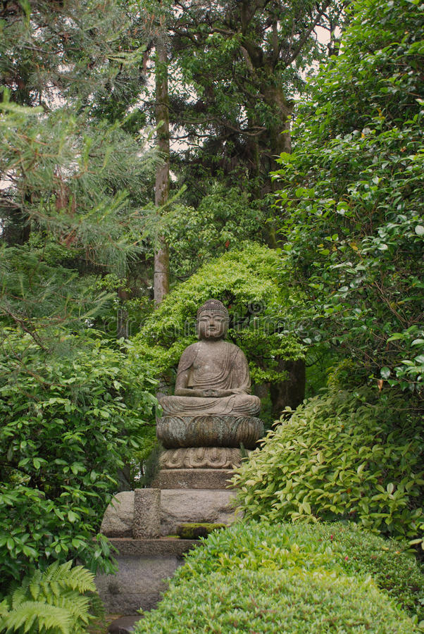 Free Buddha Statue At Ryoanji Temple Gardens Stock Images - 64381084