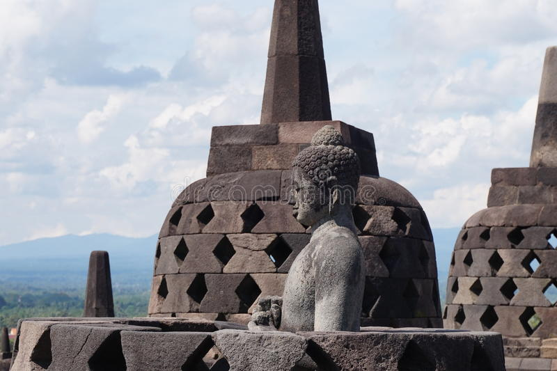 Buddha-Statue am Borobudur Tempel lizenzfreie stockbilder
