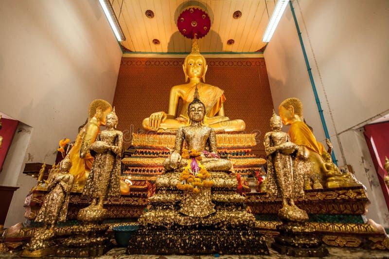 Buddha-Statue in einer Kirche lizenzfreie stockbilder