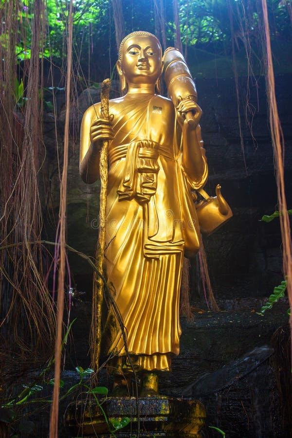 Buddha-Statue am goldenen Berg lizenzfreie stockbilder