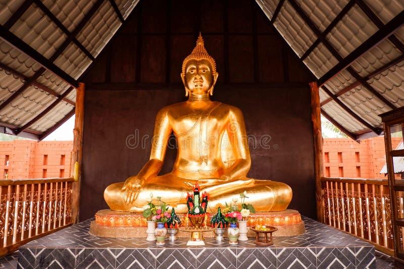 Buddha-Statue thailändischer Tempel stockbilder