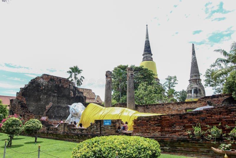 Buddha-Statue und Pagode Wat Yai Chaimongkol Thailand stockfoto
