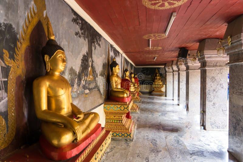 Buddha-Statue Wat Phra That Doi Suthep ist ein Theravada buddhistisches t lizenzfreies stockfoto